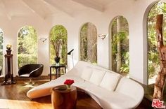 If that is a chaise lounge it's the neatest one ever. Beverly Hills, CA.