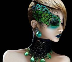 I like the idea of the mask being made out of make up. This has a nice peacock effect but not really what we need - but shows how 'mask like' make up can look. Make Up Looks, Maquillage Halloween, Halloween Makeup, Peacock Halloween, Halloween Halloween, Halloween Punch, Peacock Costume, Witch Makeup, Pretty Halloween