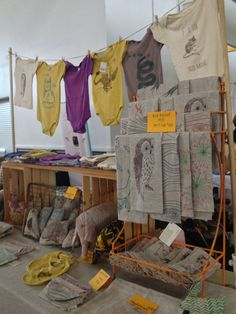 Flock Home booth ten tips for craft fair booth design - dear handmade life Craft Stall Display, Craft Show Booths, Craft Booth Displays, Craft Show Ideas, Display Ideas, Booth Ideas, Clothing Booth Display, Towel Display, Stand D'expo