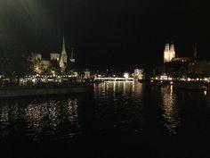 Málo veľkých miest na svete si užíva luxus byť na brehu jazera...
