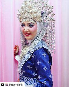 #Repost @intanmelatiii (@get_repost) ・・・ Sorry belum bisa move on dengan moment ini ���� best price for all make up ��booking now - Just try the best of me... #brides #beautiful #weddingdress #wedding #weddingmakeup #weddinghijab  #weddinginspiration #weddingday #weddingflowers #mua #muapku #minang #sunting #nasional #weddingcrown #wedding-makeup #fujifilm #makeup #makeupuntukhijab #makeuphijab #hijabchic #inspirasimakeup #hijab #hijabers #makeupaddict #muahijab #makeuptips #makeupindonesia…