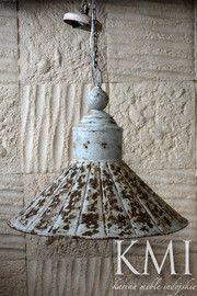 """lampa  """"Vintage Flounce""""  biała"""