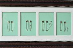 tableau déco chambre bébé: famille d'épingles
