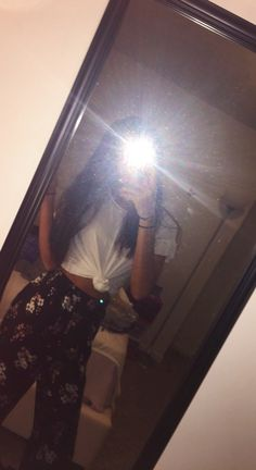"""""""Summer Yearnings"""" top: American Eagle pants: Hollister Snapchat Girls, Snapchat Picture, Tumblr Photography, Girl Photography Poses, Cool Girl Pictures, Girl Photos, Mirror Selfie With Flash, Mirror Selfies, Profile Pictures Instagram"""