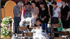 Kritik an der Qualität der Bausubstanz: Familien nehmen Abschied von Erdbebenopfern