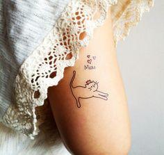 "Charme, fofura e delicadeza sempre pertinho da gente. Kit ""KING CAT"". <3 www.tattooux.com #tatuagenstemporarias #tatuagemfeminina #tatuagemdelicada"