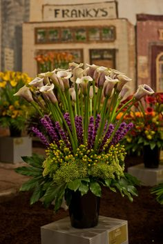 47 New Ideas for flowers arrangements decor calla lilies Amazing Flowers, Silk Flowers, Beautiful Flowers, Spring Flowers, Arrangements Ikebana, Floral Arrangements, Deco Floral, Arte Floral, Floral Design