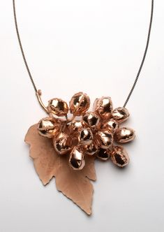 Gésine Hackenberg. Necklace: Grape, 2016. Copper, electroformed copper, pink gold plated, tombac chain. Part of: Gioielli in Fermento 2016 - Premio Torre Fornello VI edition. Guest artist Gioielli in Fermento 2016, courtesy of Klimt02 Gallery.