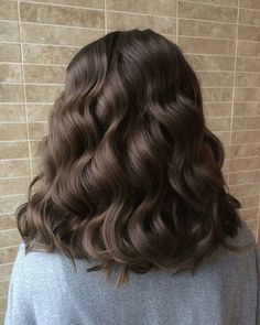 Hairstyles and Beauty: The Internet`s best hairstyles, fashion and makeup pics are here. Brown Blonde Hair, Brunette Hair, Wavy Hair, Dyed Hair, Long Brunette, Brunette Color, Blonde Color, Aesthetic Hair, Grunge Hair