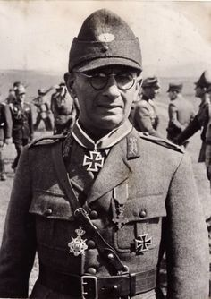 WWII - Romanian Brigadier General Edgar Rădulescu - pin by Paolo Marzioli Ww2 Pictures, Ww2 Photos, History Of Romania, German Soldiers Ww2, Harbin, The Third Reich, War Machine, World War Two, The Twenties