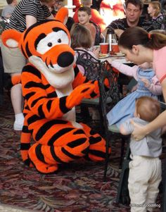 Disney Food for Families: Tips for Disney Dining with Young Children | the disney food blog