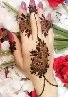 Today we are take you through our most amazing and cute mehndi designs that we have especially collected here just for you. Some of the unique henna designs that we have provided here just for you. Modern Henna Designs, Mehndi Designs Feet, Khafif Mehndi Design, Latest Arabic Mehndi Designs, Mehndi Designs Book, Finger Henna Designs, Mehndi Designs For Girls, Mehndi Designs For Beginners, Mehndi Design Photos