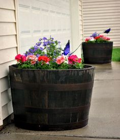 101 DIY Ways To Make Your Backyard Magnificent This Summer – Part 1 - Barrel planters