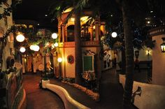 Casa Bonita: Walkways lead to different dining areas and theatres.