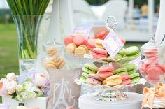 Arma una mesa de dulces a todo color