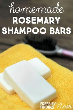 Are you looking for a natural, healthy way to wash and condition your hair? This DIY beauty recipe for rosemary shampoo bars requires just 4 ingredients and takes only minutes to make (excluding cooling time to harden). Diy Shampoo, Shampoo Bar, Homemade Shampoo And Conditioner, Shampoo Bottles, 4 Ingredient Recipes, Soften Hair, Homemade Beauty Products, Soap Recipes, Beauty Recipe