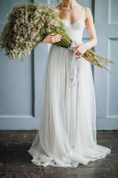 Baby's breath bouquet ⎪ Antonova Kseniya Photography ⎪ see more on:  http://burnettsboards.com/2015/04/spring-nature-bridal-portraits/