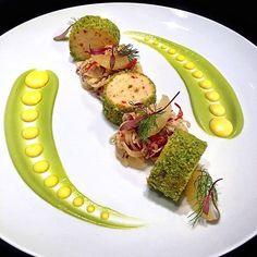 "PLATES OF CRAVING 👨🍳👨🍳🔪🔪 on Instagram: ""🌟🌟🌟Herb Crusted Shrimp & Roasted Pepper Mousseline, Grapefruit/Fennel/Ridicchio Salad, Avocado Emulsion, Citrus Vinaigrette.🌟🌟🌟 . . . .…"" Citrus Vinaigrette, Best Chef, Roasted Peppers, Commercial Kitchen, Fennel, Food Presentation, Food Plating, Grapefruit, Cravings"