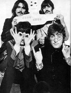 George Harrison, Richard Starkey, Paul McCartney, and John Lennon Rolling Stone Magazine Cover, John Lennon, George Harrison, Paul Mccartney, Yellow Submarine Album, Tenacious D, Rock Y Metal, Richard Starkey, Les Beatles