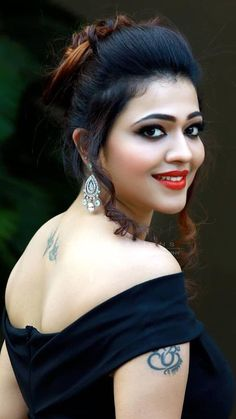 Indian women ver beautiful in saree Beautiful Bollywood Actress, Most Beautiful Indian Actress, Beautiful Actresses, Cute Beauty, Beauty Full Girl, Beauty Women, Beautiful Girl In India, Beautiful Girl Photo, Indian Girl Bikini