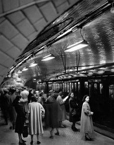 Best place to just die Antique Photos, Vintage Photos, Old Pictures, Old Photos, Vintage Photography, Street Photography, Fashion Photography, Madrid Metro, Madrid Travel