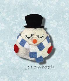 African Flower Snowman crochet pattern by Jo's Crocheteria  #crochet #crochetpattern #africanflowercrochet #africanflowercrochetpattern #crochetsnowman #crochetchristmas #crochetdecoration