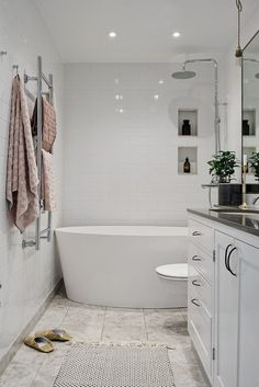 Beautiful master bathroom decor tips. Modern Farmhouse, Rustic Modern, Classic, light and airy master bathroom design a few ideas. Bathroom makeover suggestions and master bathroom remodel tips. Bathroom Renos, Bathroom Layout, Bathroom Interior Design, Bathroom Renovations, Home Interior, Bathroom Ideas, Master Bathrooms, Bathroom Mirrors, Bathroom Cabinets