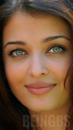 Bollywood Actress Hot Photos, Indian Bollywood Actress, Beautiful Bollywood Actress, Most Beautiful Indian Actress, Beautiful Actresses, Indian Actresses, Aishwarya Rai Young, Aishwarya Rai Pictures, Aishwarya Rai Photo
