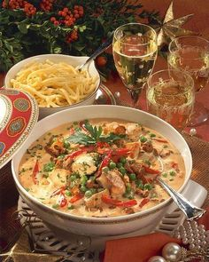Our popular recipe for turkey ragout in cream sauce and more than other free recipes on LECKER. Our popular recipe for turkey ragout in cream sauce and more than other free recipes on LECKER. Yummy Chicken Recipes, Chili Recipes, Turkey Recipes, Pasta Recipes, Crockpot Recipes, Soup Recipes, Vegetarian Recipes, Dinner Recipes, Yummy Food