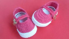 SAPATILHA DE CROCRÊ Crochet Baby Boots, Crochet Baby Sandals, Booties Crochet, Baby Booties, Crochet Clothes, Baby Girl Patterns, Baby Knitting Patterns, Crochet Shoes Pattern, Crochet Videos