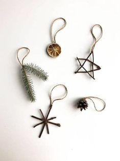 Nature Ornaments - Planted in the Woods Natural Ornaments - .- Nature Ornaments – Planted in the Woods Naturverzierungen – im Wald gepflanz… Nature Ornaments – Planted in the Woods Natural ornaments – planted in the forest - Noel Christmas, Simple Christmas, Winter Christmas, Christmas Crafts, Natural Christmas Decorations, Natural Christmas Ornaments, Homemade Christmas, Diy Decorations For Home, Christmas Ideas