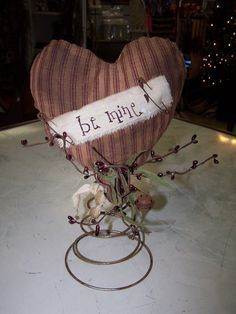 Homespun heart on old rusty bed spring Bed Spring Crafts, Spring Projects, Spring Art, Valentines Day Decorations, Valentine Day Crafts, Holiday Crafts, Valentine Heart, Funny Valentine, Rusty Bed Springs