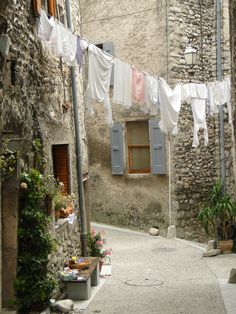 Best Inspiration For Laundry And Clothesline 16 Laundry Lines, Laundry Art, European Summer, Italian Summer, What A Nice Day, Northern Italy, Summer Aesthetic, Country Life, Pretty Pictures