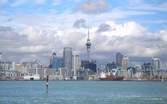 Turiscurioseando.com. Qué ver en Devonport (Auckland). Skyline de Auckland visto desde el ferry que conecta la ciudad con Devonport en sólo 12 minutos.