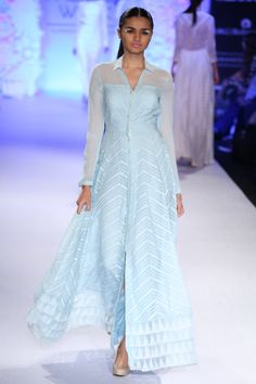 Different Suit Style Which You Can Get A Clue Of - AwesomeLifestyleFashion . Lakme Fashion Week, India Fashion, Suit Fashion, Hijab Fashion, Fashion Dresses, Trendy Fashion, Salwar Designs, Blouse Designs, Indian Wedding Outfits