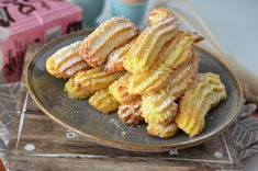Biscuiti de casa spritati - Retete culinare by Teo's Kitchen Romanian Desserts, Cookie Decorating, Biscuit, Cookies, Vegetables, Hijab Outfit, Recipes, Food, Crack Crackers