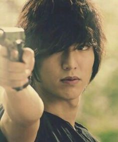 Lee Min Ho looking extra badass :) City Hunter City Hunter, Boys Over Flowers, Korean Star, Korean Men, Asian Actors, Korean Actors, Korean Dramas, Blusas Best Friends, Lee Min Ho Photos