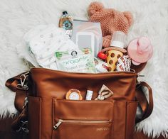 What's in my Diaper Bag? Fawn Diaper Bag, Fawn Design Diaper Bag, Diaper Bag Purse, Best Diaper Bag, Baby Diaper Bags, Baby Bags, Diaper Bag Organization, Baby Wish List, Luanna