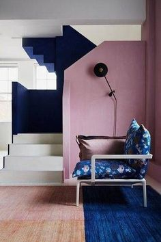 Block colour pink blue painted stairs, chalk paint - ideas for timeless wall paint ideas for every room in the house - from entrance halls to dark living Interior Architecture, Interior And Exterior, Modern Interior, Home Modern, Deco Rose, Painted Stairs, Color Harmony, Harmony Design, Block Wall
