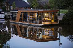 Sailing Villa by night varendevilla.nl