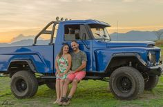 in Pré wedding picture 4x4, Ford, Sandro, Wedding Pictures, Offroad, Vintage Cars, Jeep, Monster Trucks, Pasta