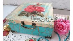 How to decoupage and more tutorials online for beginners and beyond - DIY. What is decoupage? How to decoupage. Decoupage is the art of decorating an objects. Napkin Decoupage, Decoupage Tutorial, Decoupage Box, Diy Tutorial, Decoupage Furniture, Diy Christmas Baskets, Christmas Decoupage, Christmas Diy, Crackle Painting