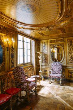 Ile Saint Louis, French Castles, Paris Ville, Louis Xiv, French Chateau, Royal Palace, Beautiful Architecture, Decor Interior Design, 17th Century