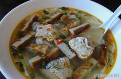 Món ăn đặc sản của Bình Thuận chỉ là món dân dã thông thường nhưng nhờ chế biến khéo léo mà trở nên rất ngon miệng đối với du khách thập phương.