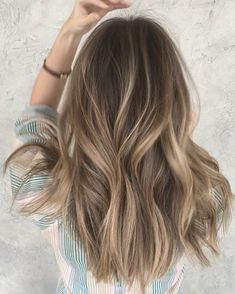 Are you going to balayage hair for the first time and know nothing about this technique? We've gathered everything you need to know about balayage, check! Balayage Hair Blonde, Brown Blonde Hair, Light Brown Hair, Brunette Hair, Blonde Highlights, Subtle Balayage, Bronde Haircolor, Bronde Balayage, Balyage Hair