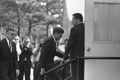 9 August 1963 - JFK enters Otis Air Force Base Hospital to break the news to Jackie that their son Patrick Bouvier Kennedy has died. Los Kennedy, John F Kennedy, Senator Kennedy, Die Kennedys, John Junior, John Fitzgerald, Childrens Hospital, South Pacific, Jfk