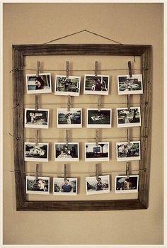 Porta foto in legno riciclando una vecchia cornice! Semplice, bastano spago e mollette, molto rustico