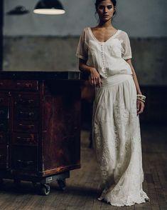 Amor em forma de noiva ❤️ Blusa e saia da marca Francesa Laure de Sagazan … Boho Wedding Dress, Chic Wedding, Boho Dress, Bridal Dresses, Wedding Styles, Wedding Gowns, Wedding Hair, Laura Lee, Marie Laporte