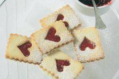 Linecká srdce Gingerbread Cookies, Christmas Cookies, Waffles, Menu, Breakfast, Desserts, Food, Gingerbread Cupcakes, Xmas Cookies