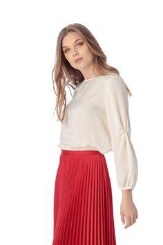 Bluza eleganta cu atingere foarte fina, creata in Romania, sub semnatura marcii Giorgal. Disponibila pe Noi9.ro Bell Sleeves, Bell Sleeve Top, Casual, Tops, Women, Fashion, Moda, Women's, Fashion Styles